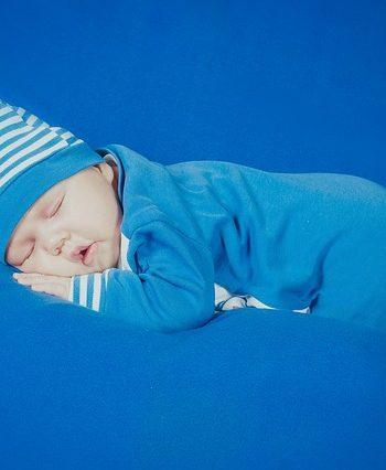 למה התינוק לא ישן? המדריך השלם לשינה ערבה