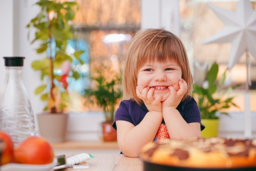 ילד מחייך